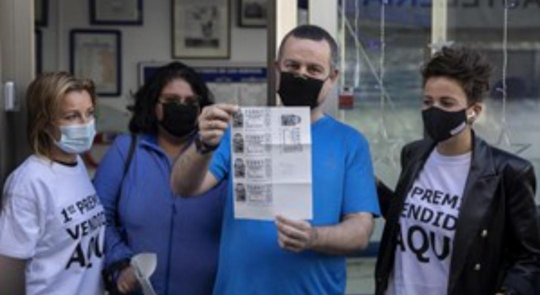 Lleva 3 años sin trabajar para cuidar de su mujer enferma y hoy ganó 1,2 millones de euros en la lotería