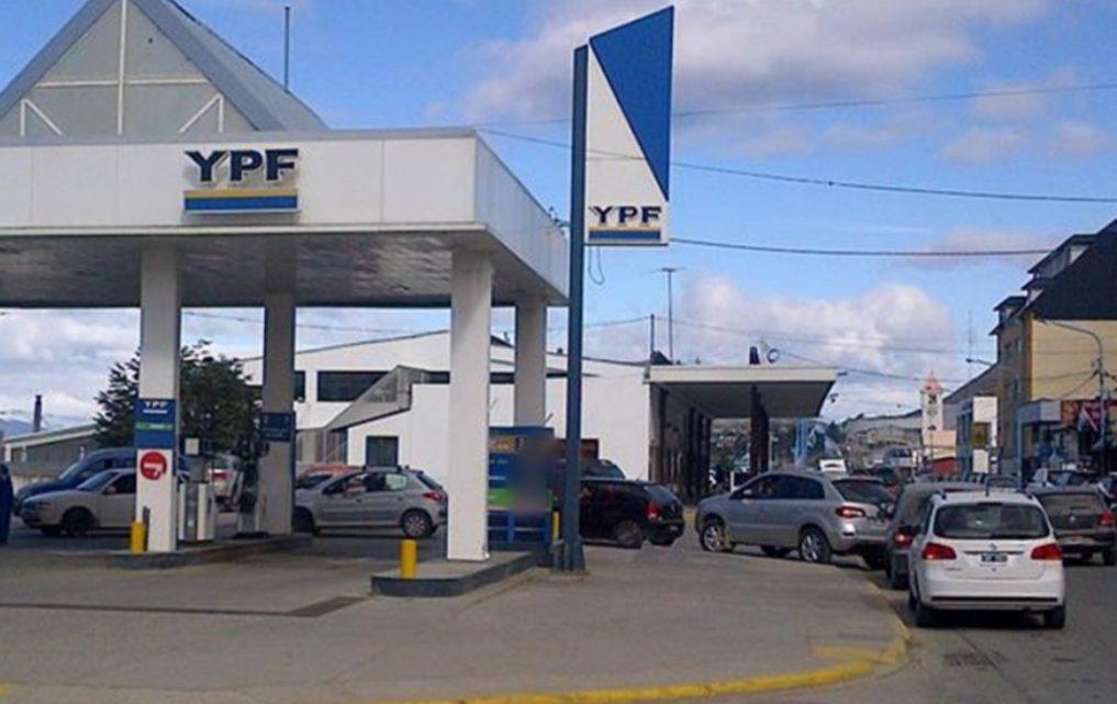 SIN AVISO: YPF aumentó de nuevo las naftas en todo el país