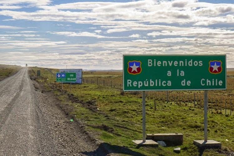 Por toque de queda en Chile, piden no viajar por tierra al norte