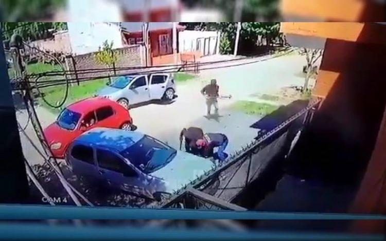 """Disfrazados de policías, 11 delincuentes asaltaron una casa: """"Dame la plata o me llevo a la nena"""""""