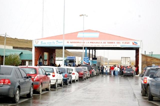 Gobierno analiza un cambio de fecha de las vacaciones en las fábricas para evitar aglomeraciones en la frontera