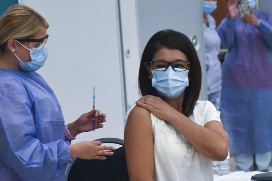 Ginés reiteró que solo el 1% de los vacunados observó efectos adversos leves o moderados