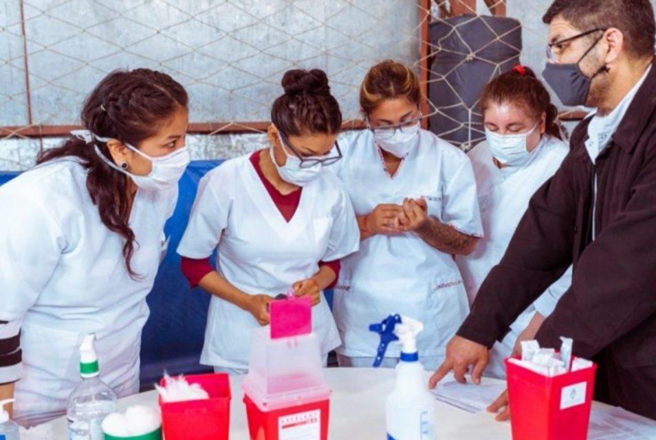 COVID-19: Ponen en práctica la logística de organización de una campaña de vacunación abierta a la población