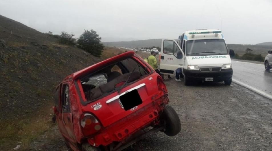Ruta 3: un auto volcó y el conductor salvó su vida