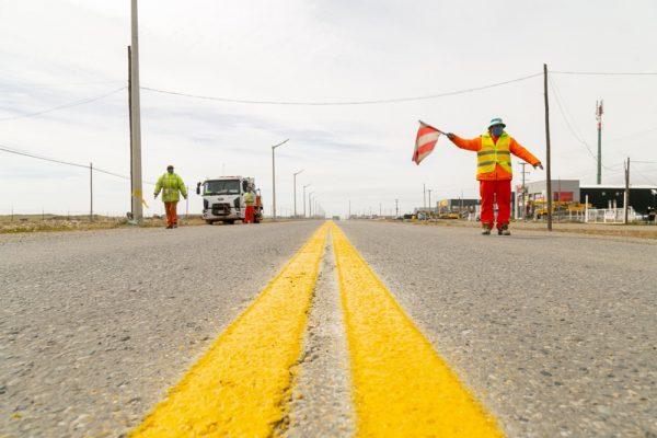 Vialidad Provincial realiza trabajos de demarcación en la Ruta Nacional N°3