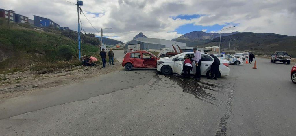 Un conductor particular y un remisero resultan heridos en un choque