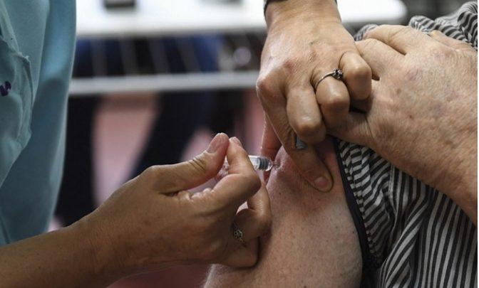 Comienza la vacunación contra el coronavirus a personas mayores de 60 años en Tierra del Fuego
