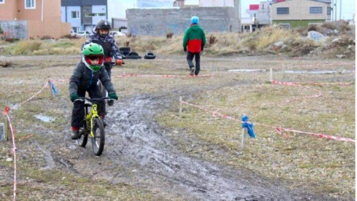 Deportes urbanos en Río Grande: Se llevó adelante un campus de Mountain Bike