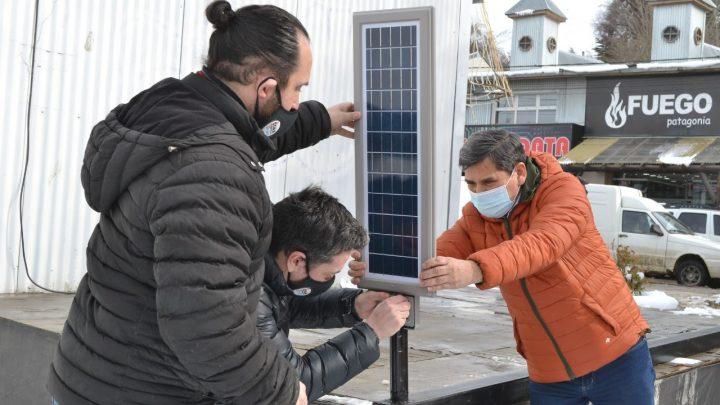 Ushuaia ya cuenta con sus dos primeras farolas solares