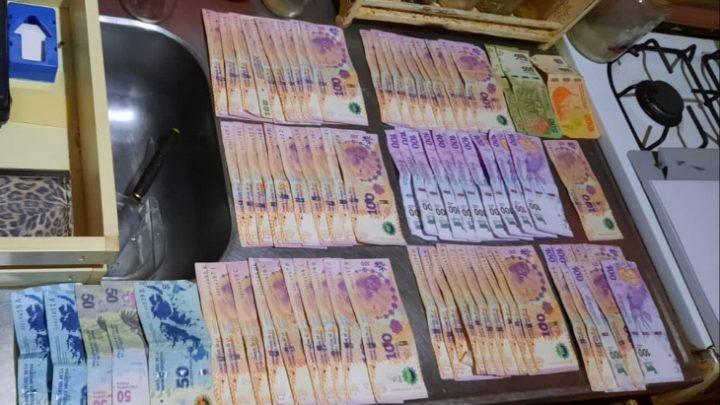 Allanamientos y secuestro de plantas de marihuana, balanzas y dinero en efectivo