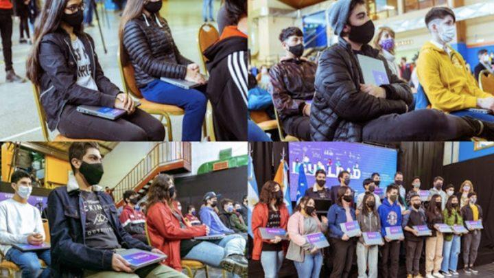 YPF donó  477 netbooks a dos colegios de Ushuaia y dos de Rio Grande