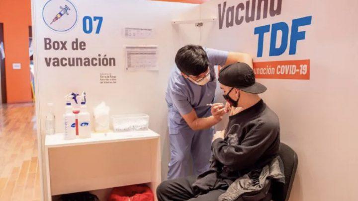 Esta semana continúa la vacunación sin turno a adolescentes y menores