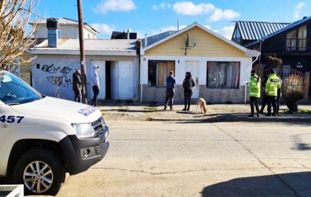 Un detenido por provocar daños en vivienda y agredir a policias